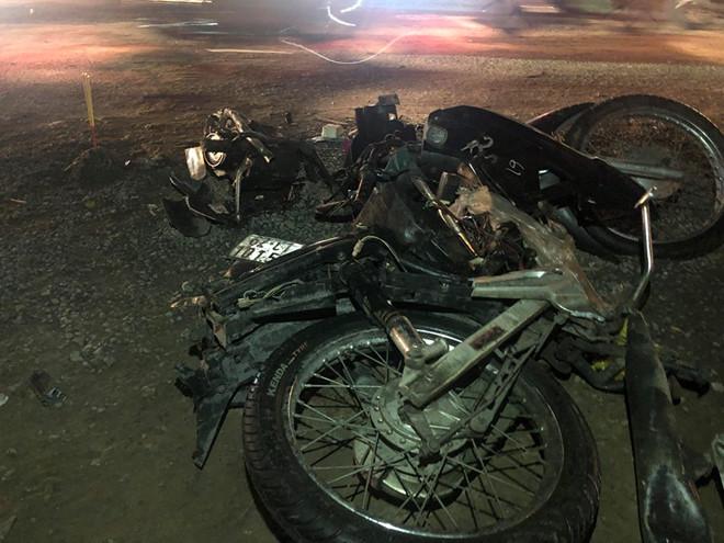 Xe container tông hàng chục xe máy chờ đèn đỏ ở Bến Lức: Danh tính nạn nhân - ảnh 5