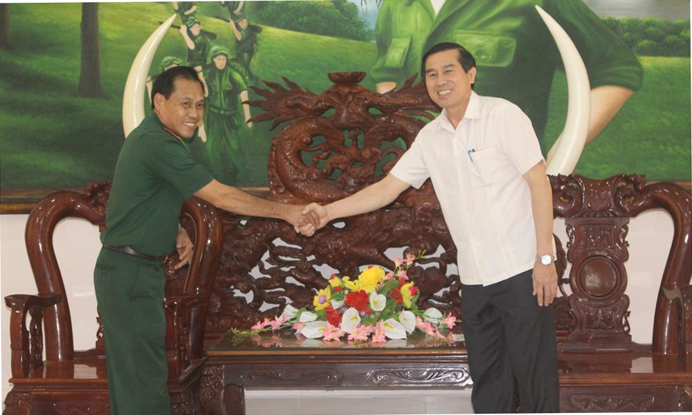 Đồng chí Lê Văn Hưởng thăm và chúc tết Bộ Chỉ huy Bộ đội Biên phòng tỉnh.