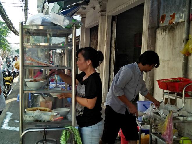 Ăn bánh canh cua đồng, người Sài Gòn 'bất ngờ' vì đặc sản miền Tây - ảnh 3