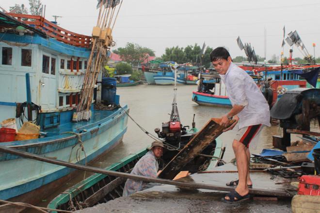 Bão số 1: Bạc Liêu cảnh báo 310 tàu cá vào bờ ngay, tìm nơi trú ẩn