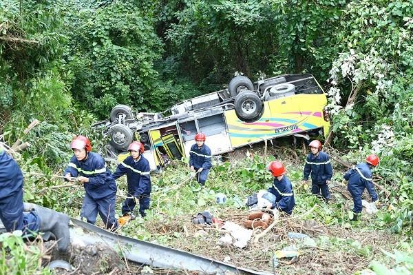 Nữ sinh viên quê Tiền Giang tử vong vụ lật xe khách trên đèo Hải Vân