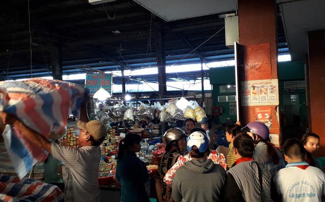 Tiền Giang: Người đàn ông bán hoa đâm bà bán mắm giữa chợ