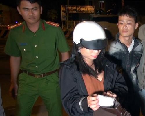 Đôi nam nữ ở Tiền Giang mang dao và ma túy đá trong túi xách đi chơi đêm