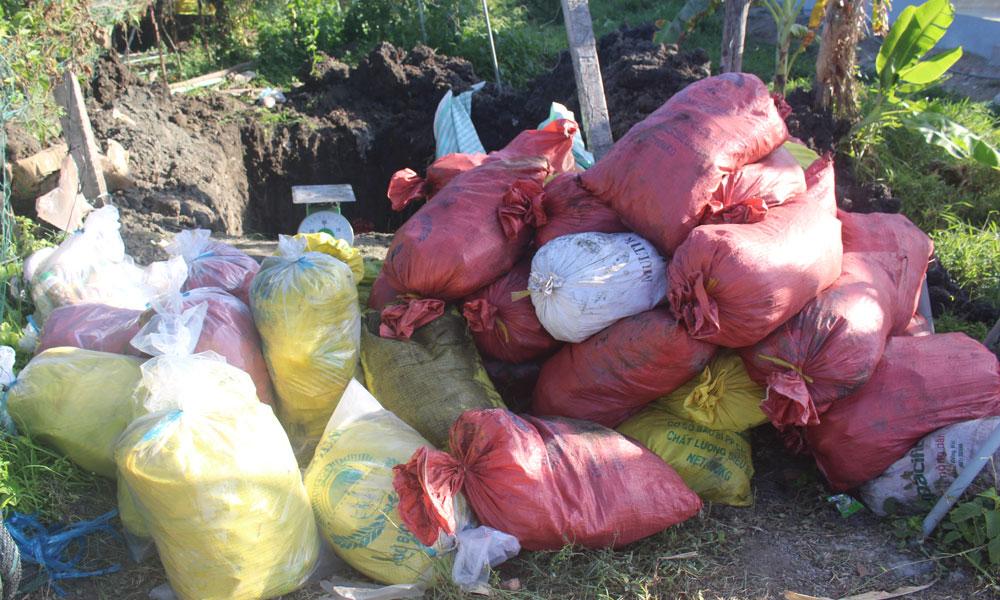 Hơn 1,5 tấn thuốc BVTV bị chôn lấp trái phép.