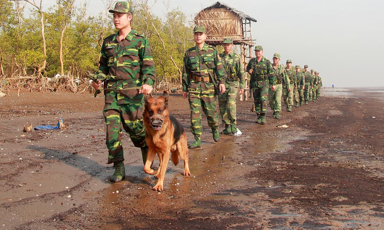 Lực lượng BĐBP làm nhiệm vụ tuần tra, kiểm soát địa bàn phụ trách.                                                                           Ảnh: VĂN THẢO