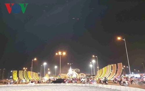 Bừng sáng đường Hoa Xuân lớn nhất ĐBSCL ở Tiền Giang