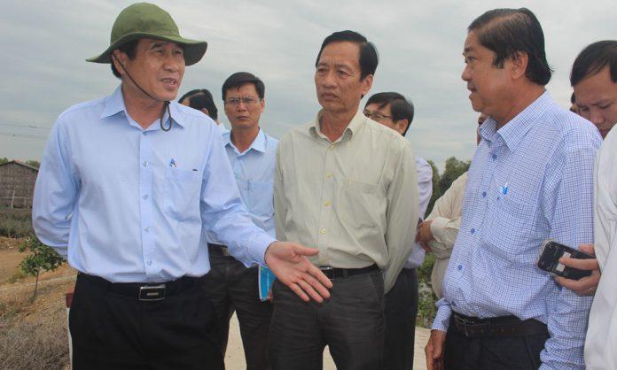 Chủ tịch UBND tỉnh Lê Văn Hưởng kiểm tra tình hình cấp nước sinh hoạt tại xã Tân Hòa Đông.