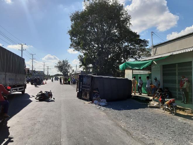 Ô tô tải và 2 xe máy tông nhau trên quốc lộ, 1 người chết - Ảnh 1.
