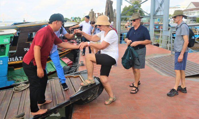Khách du lịch đến Tiền Giang tại Bến tàu thủy du lịch Mỹ Tho. Ảnh: C. THẮNG