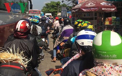 Tiền Giang: Kẹt xe nghiêm trọng trên quốc lộ 1A