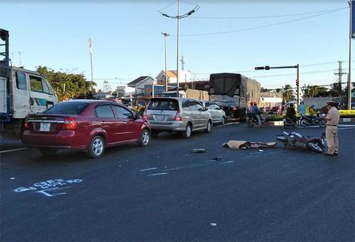 Tiền Giang: Va chạm xe bồn, một phụ nữ tử vong tại chỗ