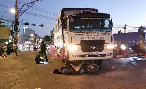 Tiền Giang: Xe tải va chạm xe máy, một người đàn ông tử vong tại chỗ