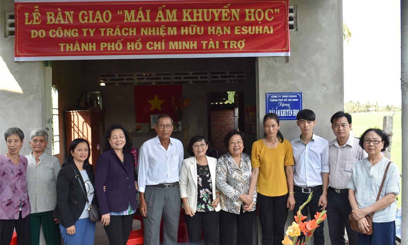Trao mái ấm khuyến học cho em Trương Hoàng Lâm