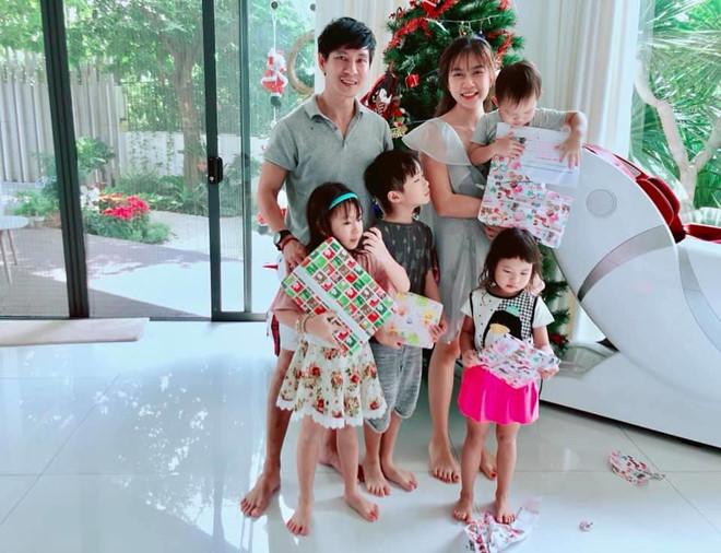 Ly Hai, Minh Ha cung 4 con song nhu 'nong dan' trong biet thu moi mua hinh anh 2