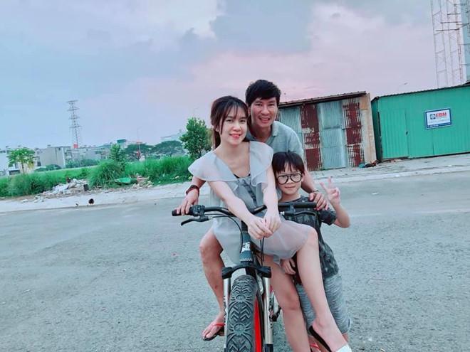 Ly Hai, Minh Ha cung 4 con song nhu 'nong dan' trong biet thu moi mua hinh anh 4