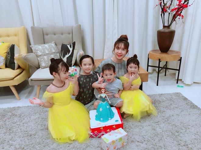 Ly Hai, Minh Ha cung 4 con song nhu 'nong dan' trong biet thu moi mua hinh anh 3