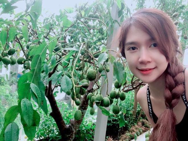 Ly Hai, Minh Ha cung 4 con song nhu 'nong dan' trong biet thu moi mua hinh anh 7