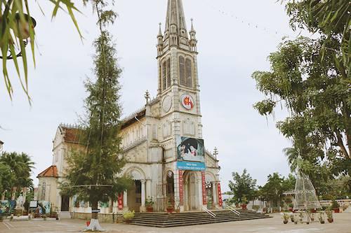 Chùm ảnh về nhà thờ mệnh danh đẹp nhất miền Tây ở Tiền Giang