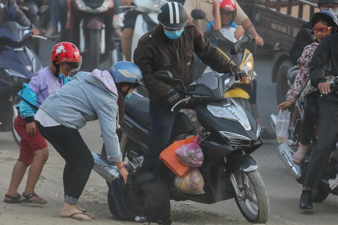 Cửa ngõ Sài Gòn ùn tắc vì người dân trở về sau dịp lễ