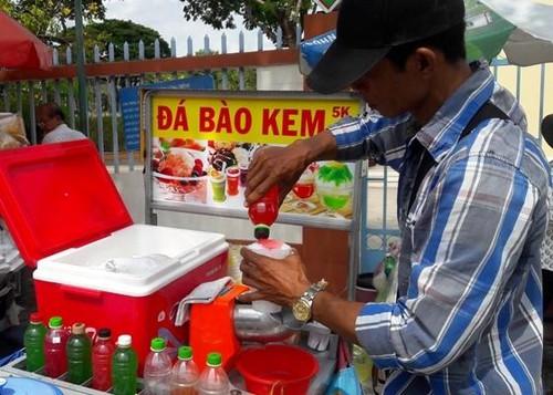 Tiền Giang: Hiểm họa trong ly sirô đá bào siêu rẻ trước cổng trường