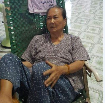 """Tiền Giang: Nữ giáo viên khóa cửa """"đuổi"""" mẹ già ra khỏi nhà?"""