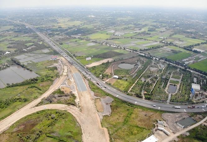 Dự án cao tốc Trung Lương - Mỹ Thuận có thể phải dừng vào tháng 8 này vì cạn vốn. Trong ảnh là điểm đầu dự án, tiếp nối cao tốc TP.HCM - Trung Lương.