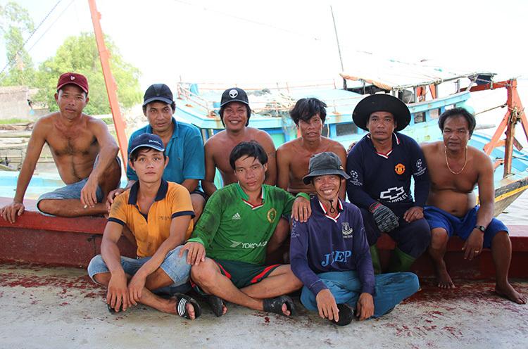 Chín ngư dân tàu cá Tiền Giang cứu tàu cáPhilippines gặp nạn. Ảnh: Hoàng Nam