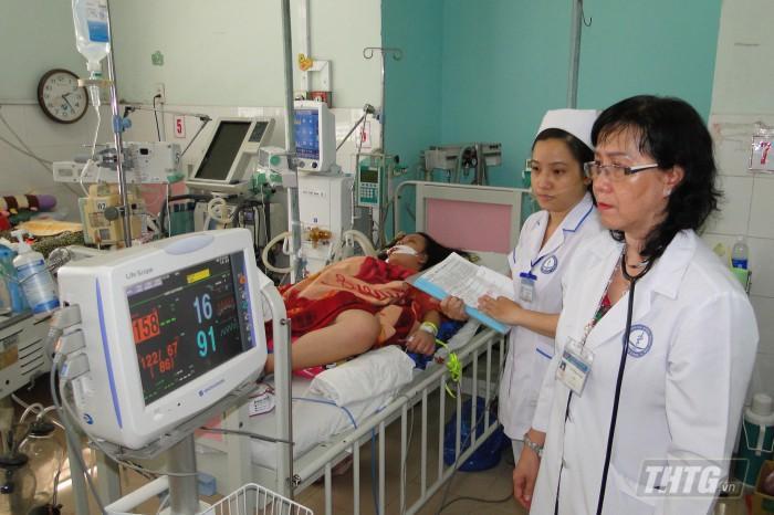 Khám và điều trị bệnh sốt xuất huyết tại BV Đa khoa Trung tâm Tiền Giang. Ảnh: Thanh Hoàng