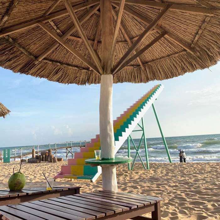 Ở đây còn có cả bãi biển nhân tạo. Ảnh: Facebook KDL Làng Yến