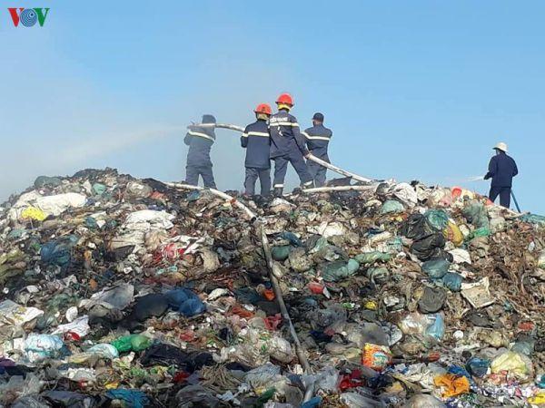 """Tiền Giang: Cháy bãi rác """"khủng"""" gây ô nhiễm môi trường diện rộng"""