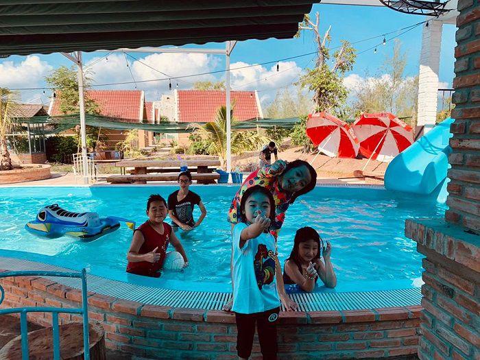 Hồ bơi là nơi vui chơi lý tưởng cho các bé. Ảnh:Facebook KDL Làng Yến