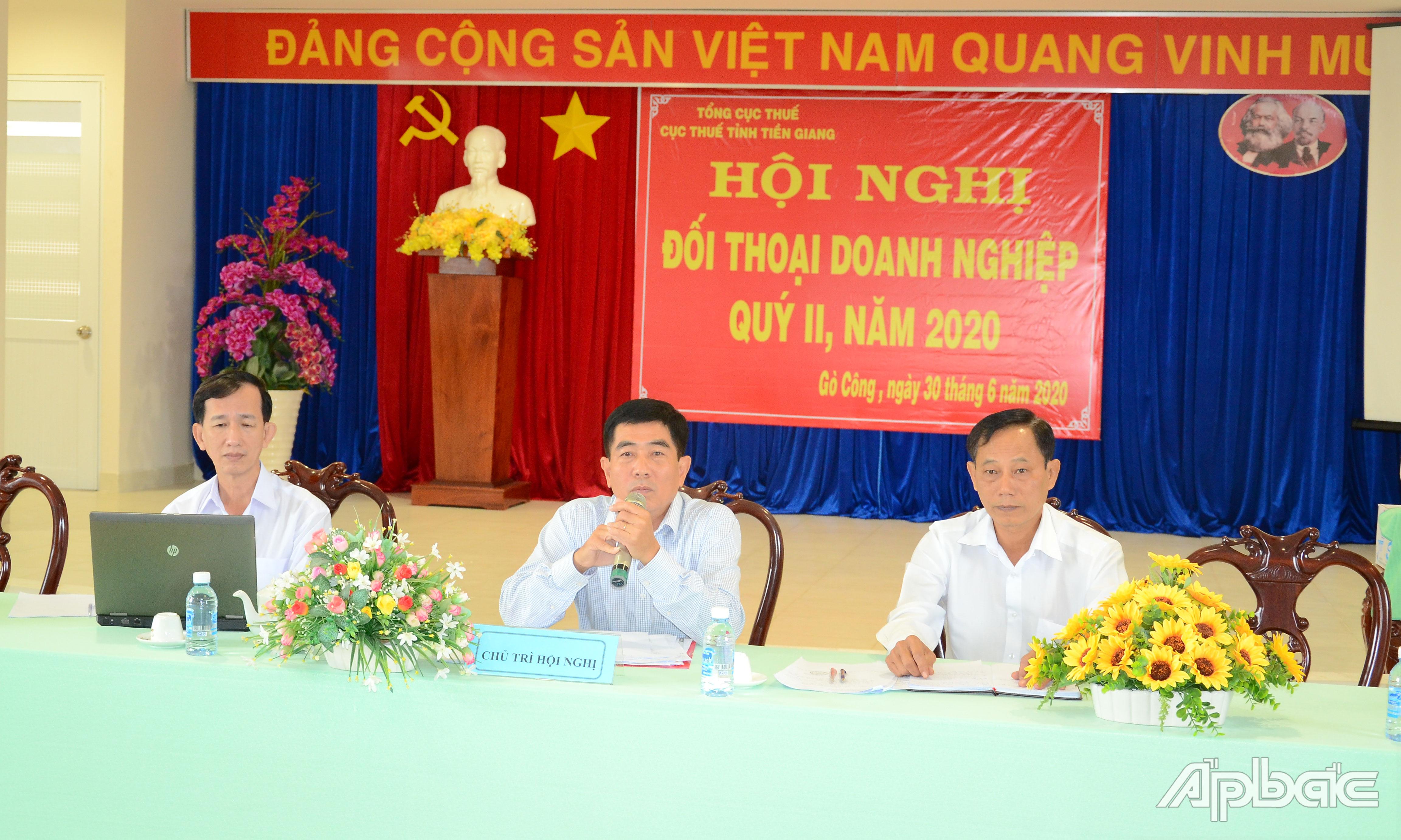 Lãnh đạo Cục Thuế tỉnh giải đáp các kiến nghị của doanh nghiệp.